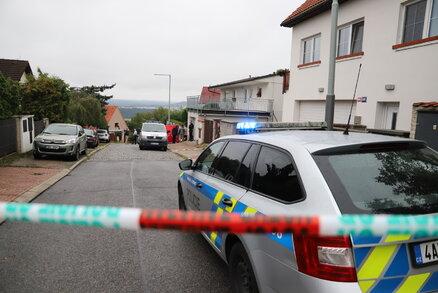 Ze žárlivosti útočil ve Smiřicích sekerou: Policie ho viní z pokusu o vraždu