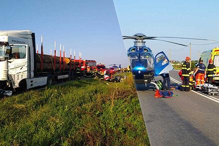 Tragédie u Strážnice: Kamioňák asi usnul a přejel do protisměru, smetl auto! Dva mrtví