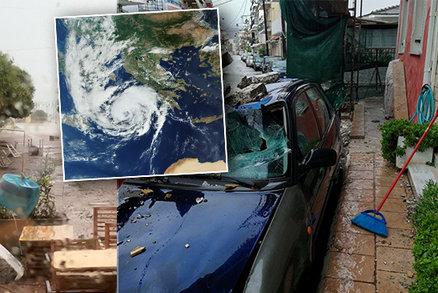 Středomořský hurikán udeřil na Řecko: 2 mrtví, zaplavené ulice a domy, výpadky proudu