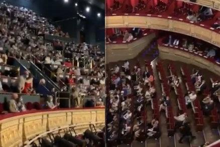 Pískot a křik v opeře. Diváci si vynutili zrušení přestavení kvůli koronavirovým opatřením