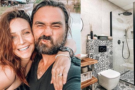 Těhotná Arichteva buduje dál: Po dětském pokoji nová rustikální koupelna!