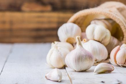 Jedni ho milují, druzí nenávidí: Co všechno s vaším zdravím dokáže česnek?