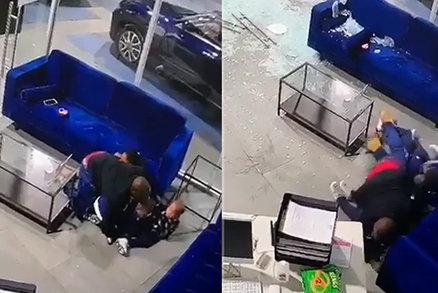 Tatínek v přestřelce kryl děti vlastním tělem: Schytal kulku a přišel o práci!