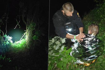Muž škobrtl při procházce a zřítil se ze srázu: Topil se za tmy ve studené vodě