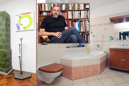 Jak bydlí moderátor Honza Dědek? Na útulný byt v centru Prahy je sám!