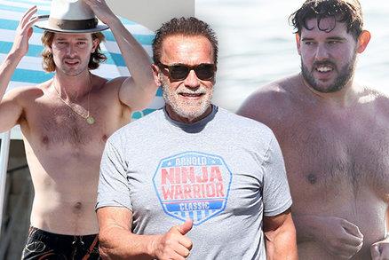 Schwarzennegerovi synové vystavili těla na pláži: Fešáček a chytrý špekáček
