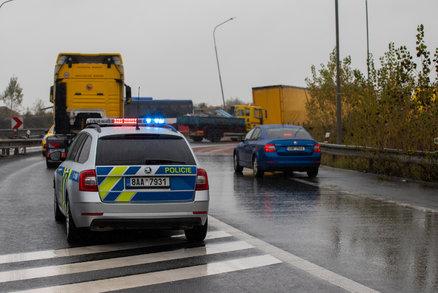 Mladý řidič náklaďáku na přechodu srazil školačku (7): Utrpěla vážná zranění, policie hledá svědky