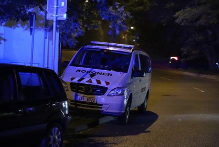 Záhadná smrt v Libni. V chatce uhořel člověk. Svědci slyšeli výbuch