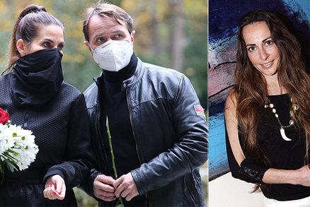 PŘÍMÝ PŘENOS: Pohřeb herečky Daniely Krhutové (†47): Přílíš mnoho hostů! Musejí smutnit venku!