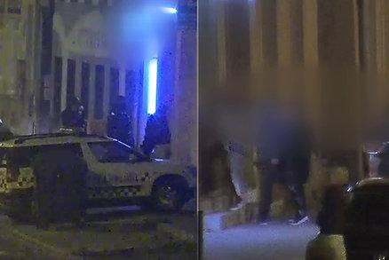 Otevřené bary v Břeclavi: Hosty schvalovali kamerou, policejní razie v ilegální herně