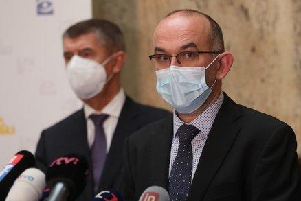 """ŽIVĚ: Vláda pustila Česko do třetího stupně """"psa"""". Služby a restaurace otevřou ve čtvrtek"""