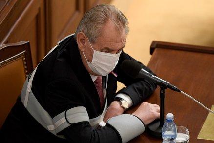 Zeman chce jména ruských špionů v Česku, prezident tlačí na BIS. Expert: Nehoráznost