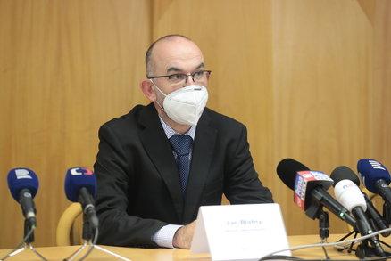 Přímý přenos: Ministr Blatný o situaci v Česku. Číslo R klesá, nakažených seniorů jsou tisíce