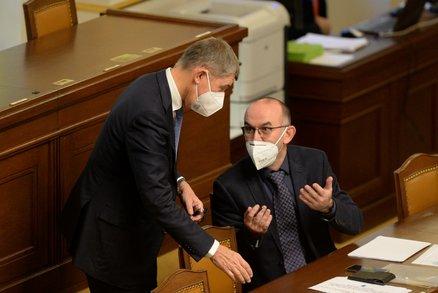 Koronavirus ONLINE: 5176 případů za úterý v ČR, PES se ani nehne a řetězec obchoďáků krachuje