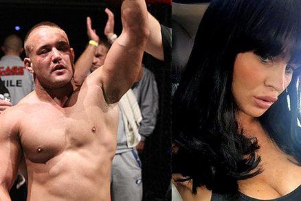 Zápasník MMA popřel vraždu krásné ex: Bodal jsem ji v afektu, dělala eskort!