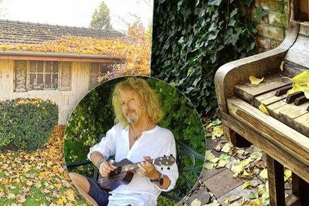 Peter Nagy vyměnil kytaru za hrábě! Jeho obří zahrada s pianem bere dech!