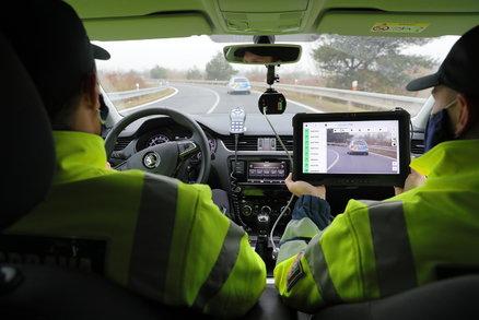 Elektronické dálniční známky: Jak to bude fungovat? Svištět po dálnici zadarmo bude riskantnější