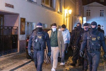 Organizátoři nelegální párty v rukách policie! Kdo se bavil v tajném klubu v centru Prahy a jak se dostali dovnitř?