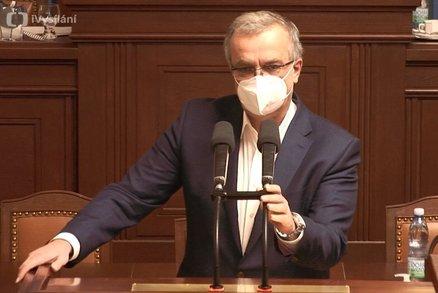"""Přímý přenos: Kalouskovo """"škrcení"""", zombie a """"vyžraný"""" stát. Poslance rozpálil rozpočet"""