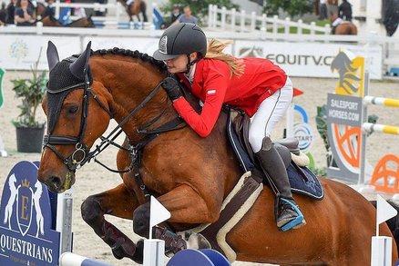 Lucie (17) se po pádu z koně učila znovu chodit: Lidé jí na rekonvalescenci přispěli milion!
