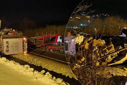 Kamiony na cucky: Bouraly na prokletém místě pod sjezdovkou u Jablunkova