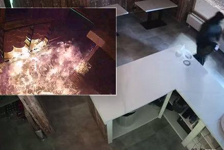 Požár pizzerie v Příbrami: Policie zveřejnila šokující video žháře