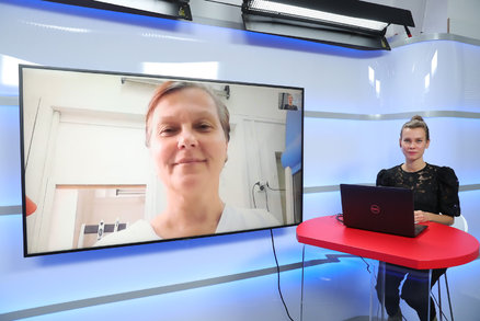 Vysíláme: Mutace koronaviru, která Británii uvrhla do karantény. Vyhne se Česku?