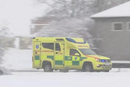 Řidičku na Prachaticku přimáčkl traktor odklízející sníh: Vážená zranění nepřežila