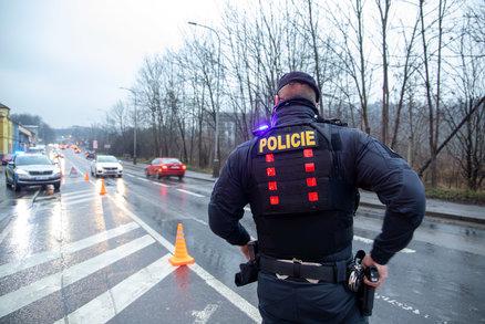 """Češka na Slovensku zadržela zloděje orálním uspokojením: """"Vemte si ho, já už nemůžu,"""" řekla zasahujícím policistům!"""