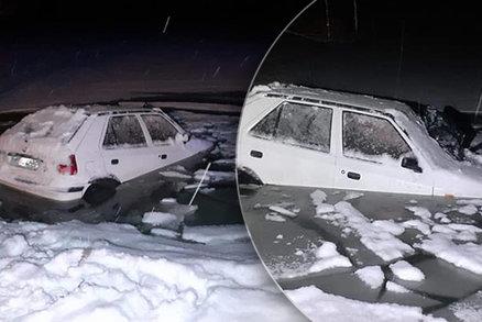 Řidička sjela s autem do přehrady: V ledové vodě zůstala uvězněná dvě hodiny!