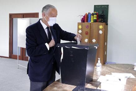 Portugalsko si zvolilo prezidenta, překvapení se nekoná. Hlasování komplikoval covid