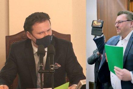 """""""Fuj!"""" Vondráček nechal ze Sněmovny vyvést poslance Volného a Bojka. Neměli roušky"""