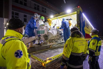 Koronavirus ONLINE: 10 165 nakažených za den v ČR a Babiš se chystá na konec nouzového stavu