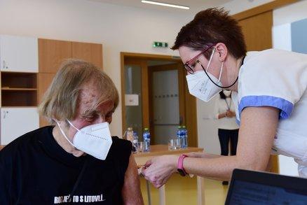 Hodonín očkuje ve velkokapacitním centru: Další budou v Kyjově, Znojmě i Břeclavi