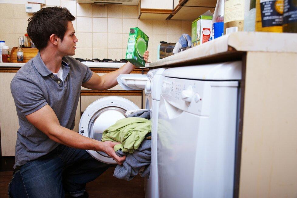 Chcete-li mít prádlo opravdu čisté, zvažte, čím jej vlastně vyperete