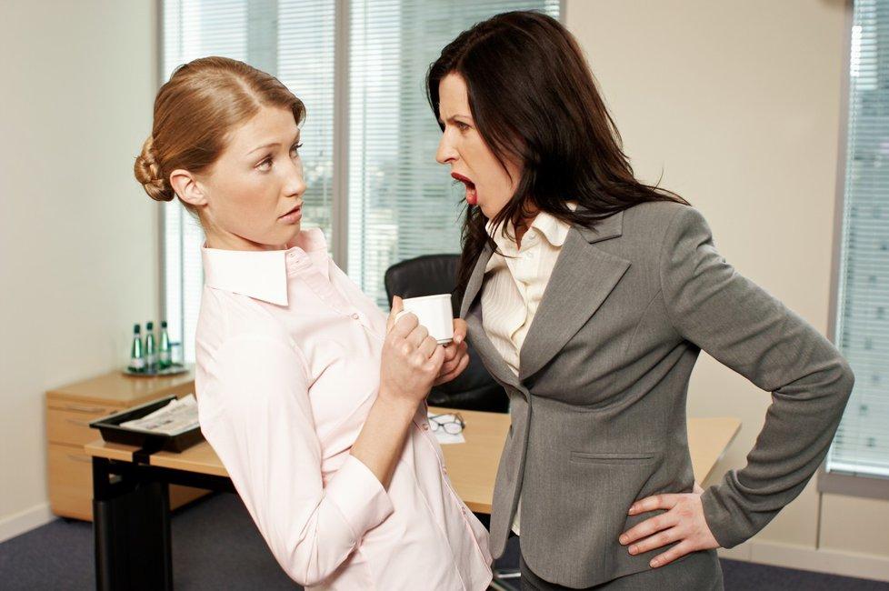 Křik, výhrůžky nebo ponižování. To je situace, kterou někdy zažil každý třetí zaměstnanec.
