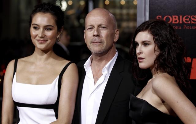 Bruce Willis se svou druhou manželkou Emmou (vlevo) a nejstarší dcerou Rumer, kterou má s první manželkou Demi Moore