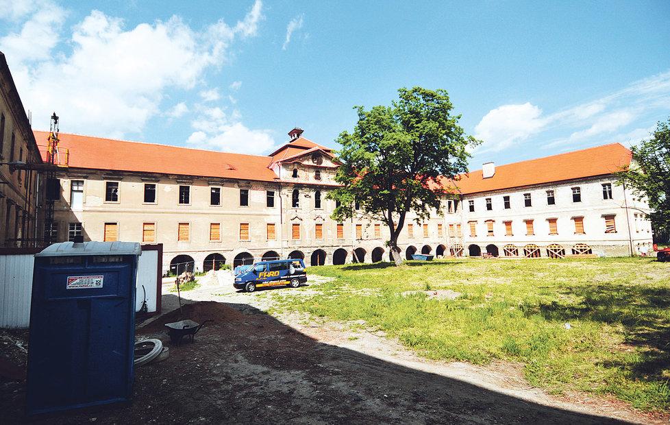 Korupční kauza se rozeběhla kolem po odhalení nekalostí během rekonstrukce Buštěhradského zámku