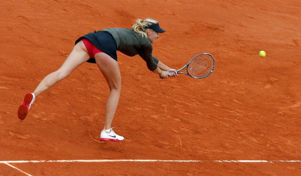 Maria Šarapovová v utkání osmifinále French Open proti Kláře Zakopalové