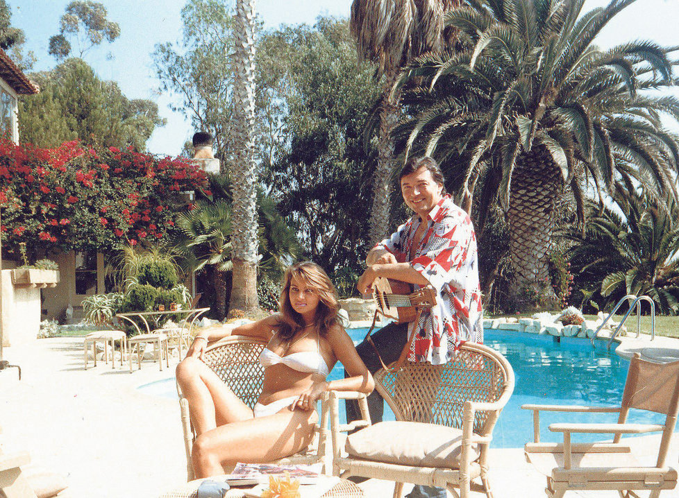 Karel Gott v Malibu s Jitkou Svobodovou v roce 1987