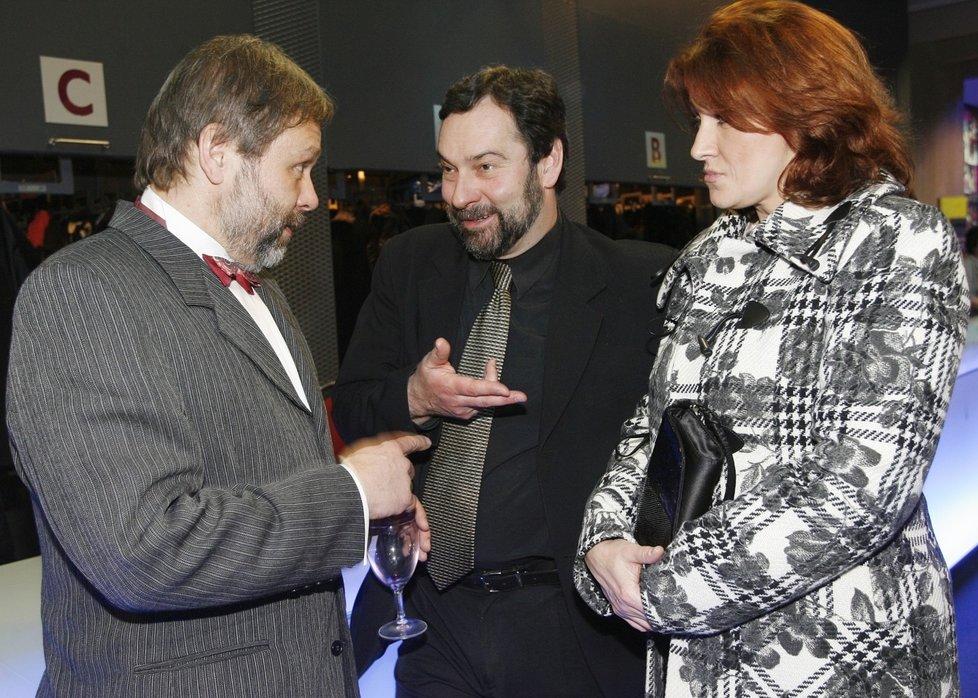 Radkové Bajgar (vlevo) a John (uprostřed) v době, kdy ještě byli oba kolegové z televize a John měl za manželku Zlatu Adamovskou (vpravo)