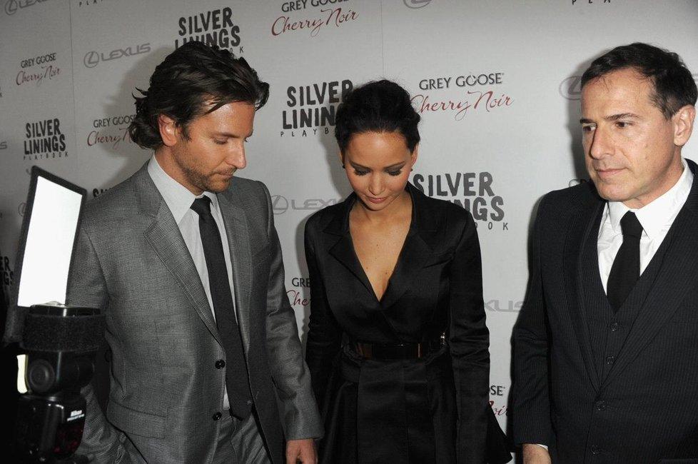 Bradley Cooper a prsa Jennifer Lawrence poprvé.