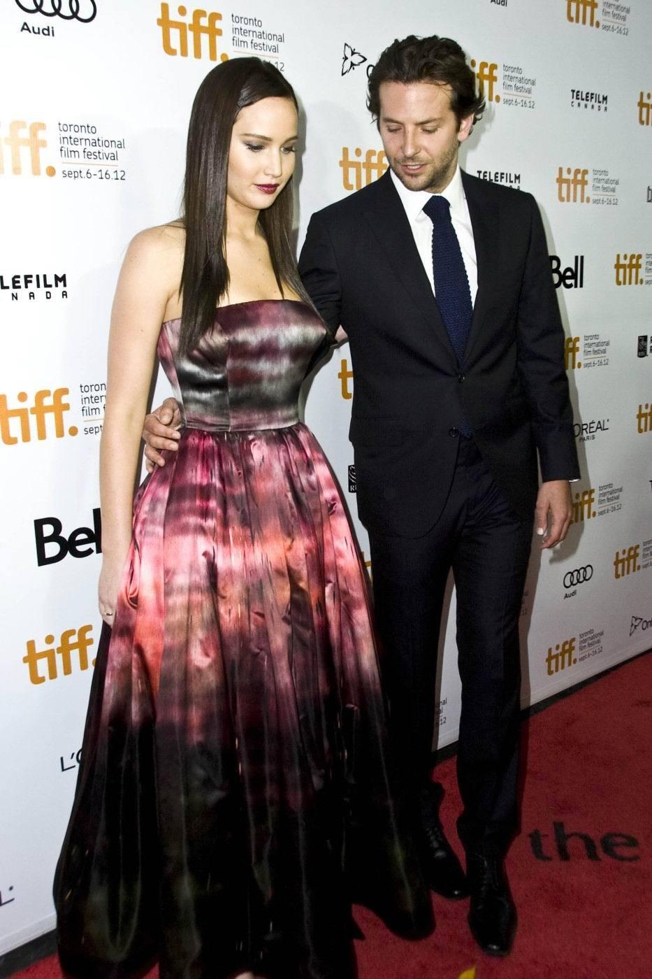 Bradley Cooper a prsa Jennifer Lawrence podruhé.