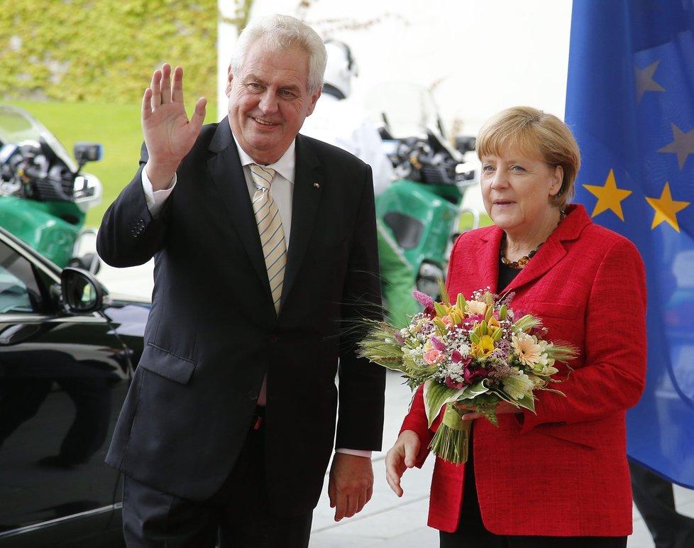 Miloš Zeman při setkání s německou kancléřkou Angelou Merkel