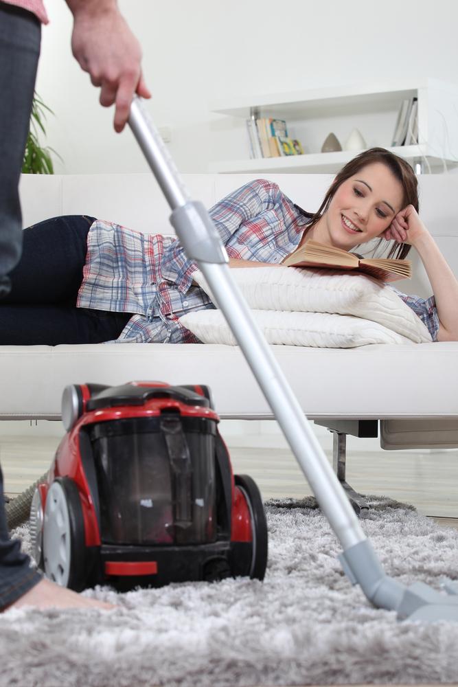 V běžný den tráví Češi domácími pracemi zhruba 2,5 hodiny.