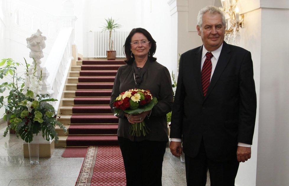 Miloš Zeman prozradil, na kdy se chystá vyhlásit předčasné volby. Straně Miroslavy Němcové (ODS) hrozí volební debakl.