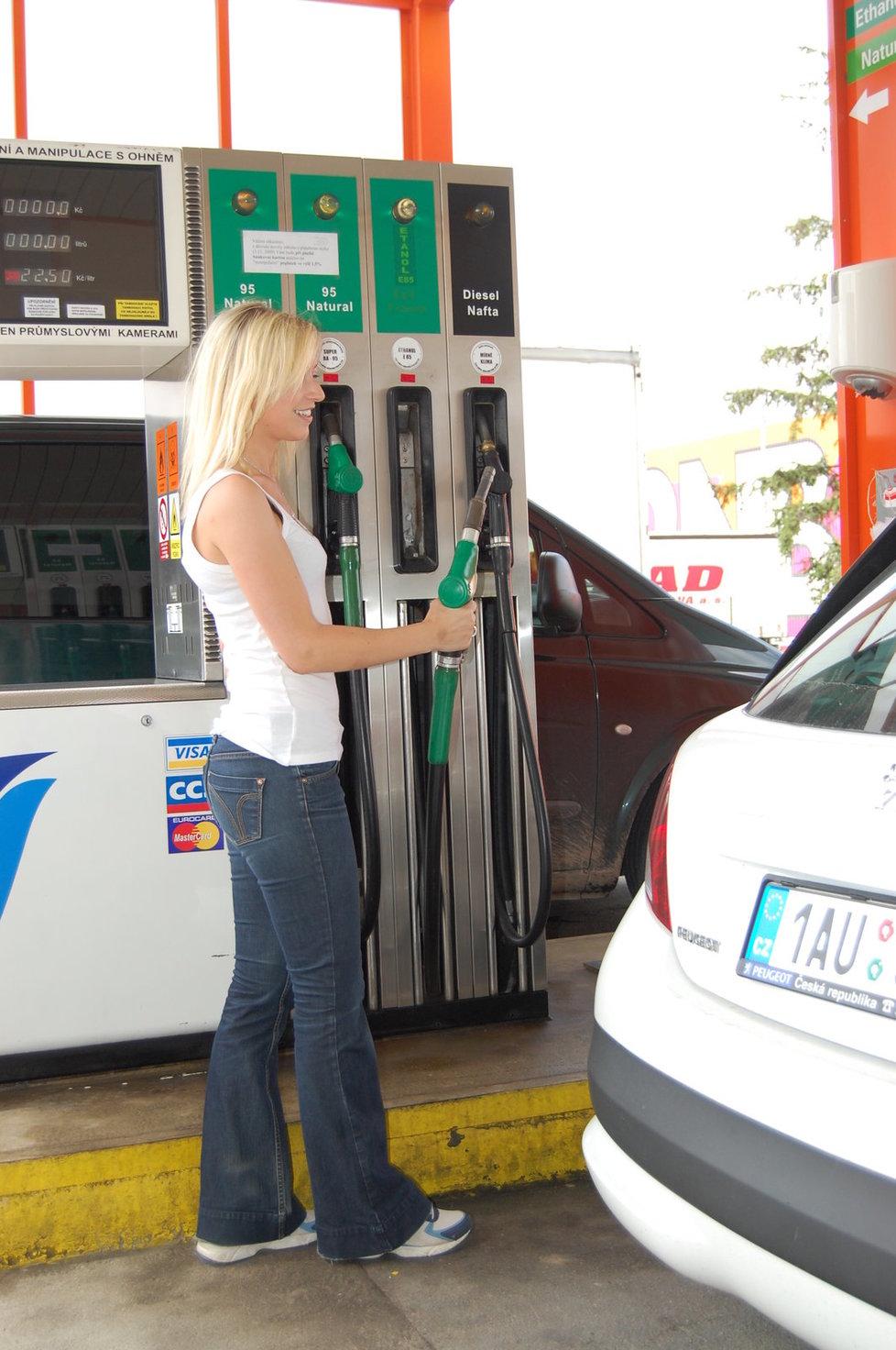 Řada čerpacích stanic v Česku prodává nekvalitní pohonné hmoty (ilustrační foto).