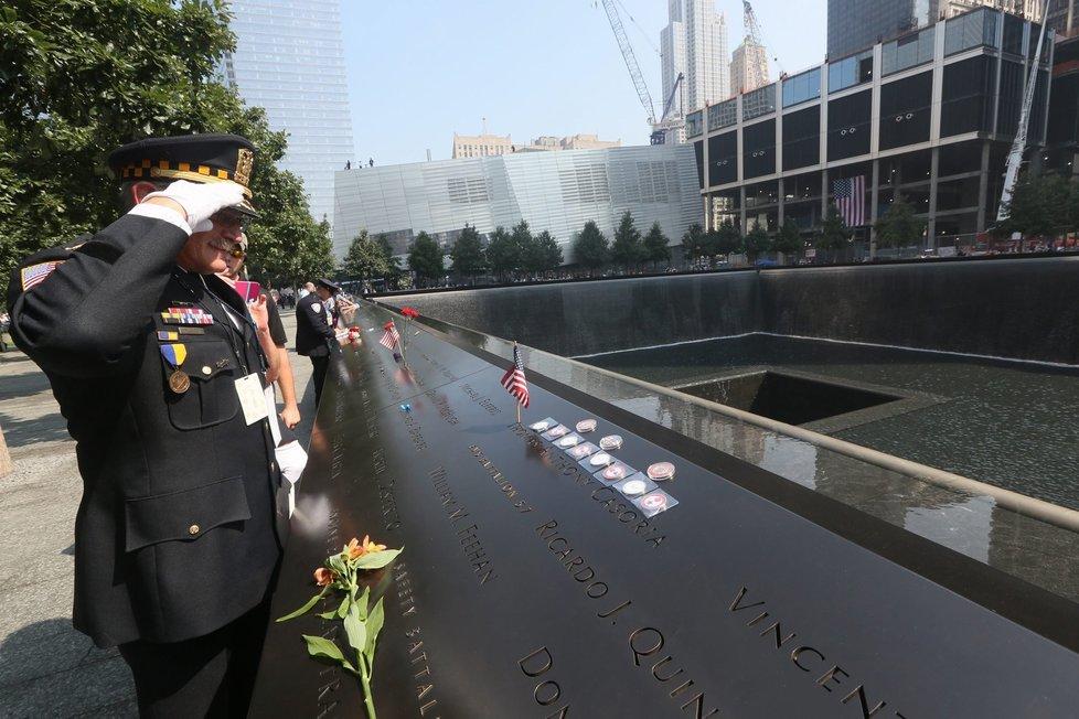 Na místě útoku a původních Dvojčat už nová stavba nevyrostla. Na Ground Zero vystavili Američané pomník