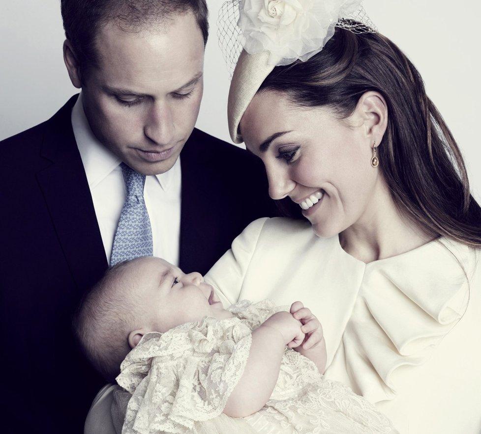 Oficiální portrét Prince George s rodiči pořídil hollywoodský fotograf Jason Bell