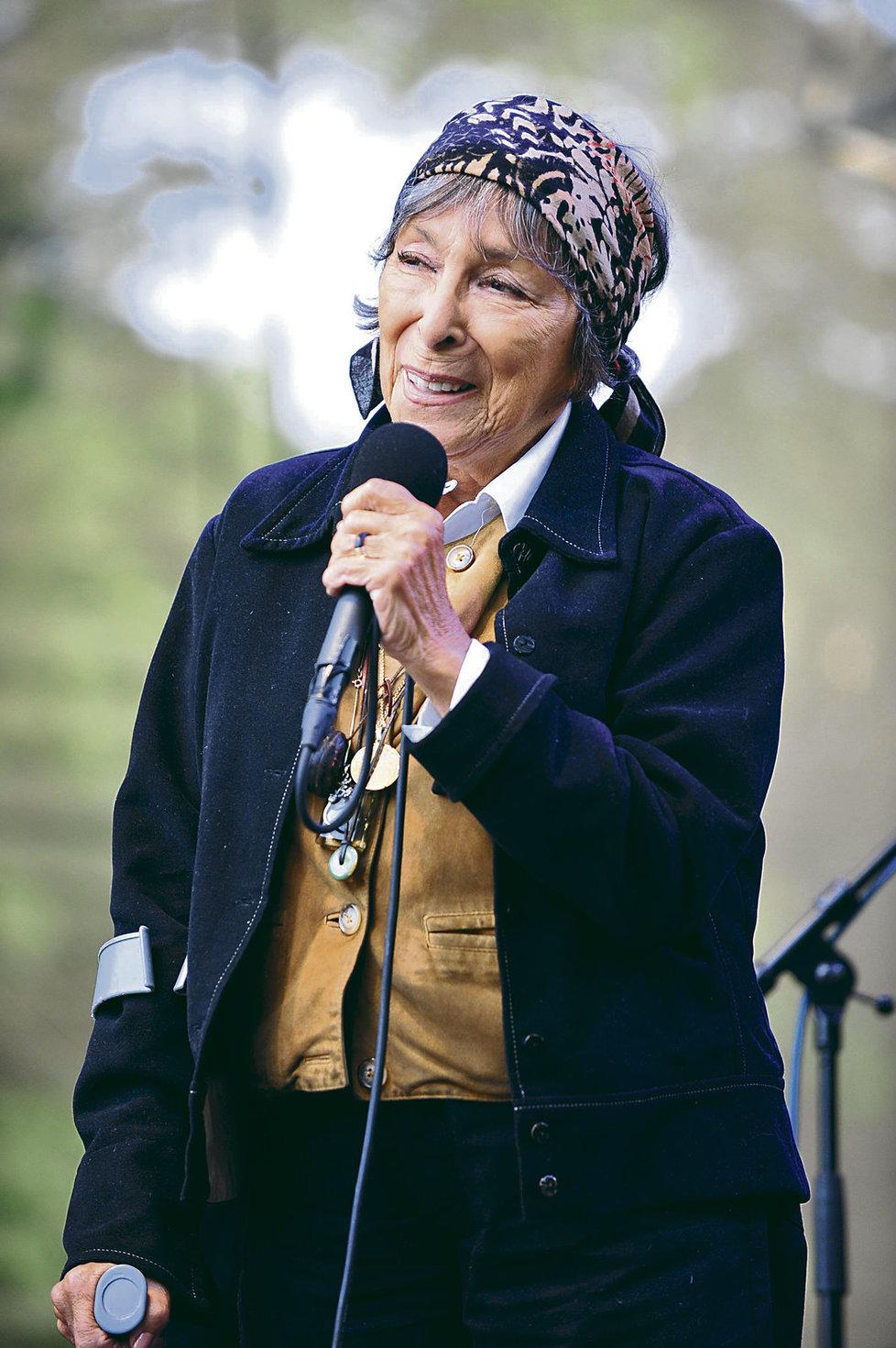 Zahraniční kritici ji nazývají Piaf z Prahy a také šansoniérkou se slovanskou duší.